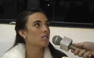 Nicole Bahls no tempo em que fazia faculdade de Jornalismo (Foto: Reprodução / Youtube)