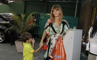 Carolina Dieckmann leva o filho mais novo à festa de Benício, filho de Angélica e Luciano Huck (Foto: Isac Luz / EGO)