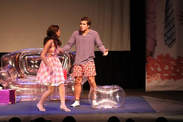 Paloma Bernardi e Thiago Martins em ação na peça 'O grande amor da minha vida' (Foto: Thyago Andrade/ Photo Rio News)