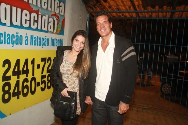 Carlos Machado e a namorada Flávia Cristine em festa de 'Fina estampa' no Rio (Foto: Raphael Mesquita/ Photo Rio News)