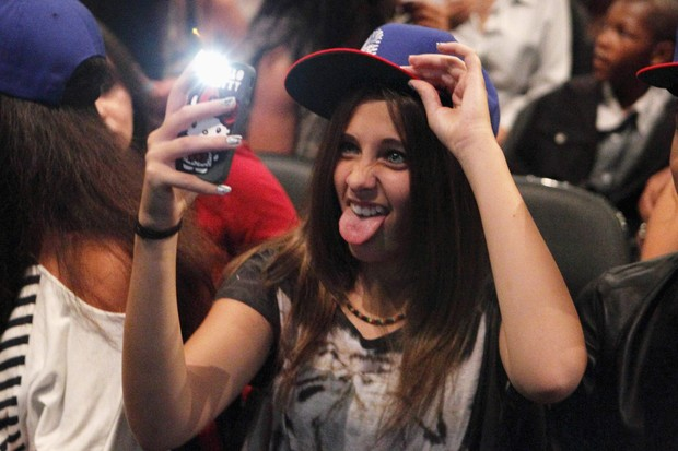 Paris Michael Katherine Jackson, filha de Michael Jackson, no show de Chris Brown em Los Angeles, nos Estados Unidos. (Foto: Reuters/ Agência)