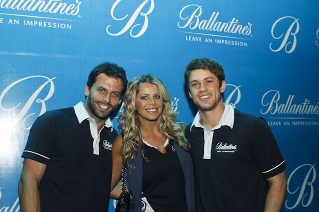 """Henri Castelli, Karina Bacchi e Leonardo Miggiorin prestigiam o """"Ballantine's Presents Tiësto"""", em Recife (Foto: Andrea Rego Barros / Divulgação)"""