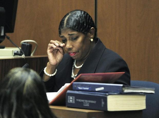 A enfermeira Cherilyn Lee no julgamento de Conrad Murray, médico de Michael Jackson (Foto: Reuters)