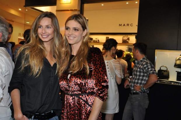 Mariana Weickert e Fernanda Lima na inauguração de uma loja em São Paulo (Foto: Tiago Archanjo/ Ag. News)