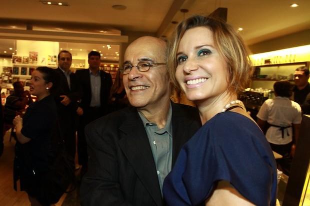 Paula Burlamaqui e Osmar Prado na pré-estreia do documentário 'Tancredo, a travessia' no Rio. (Foto: Anderson Borde/ Ag. News)