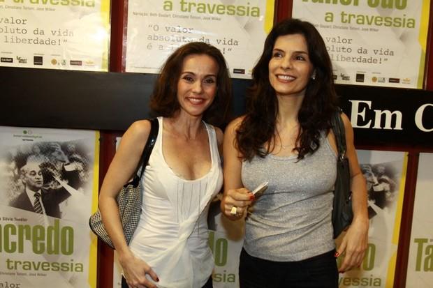 Flávia Monteiro e Helena Ranaldi na pré-estreia do documentário 'Tancredo, a travessia' no Rio. (Foto: Anderson Borde/ Ag. News)
