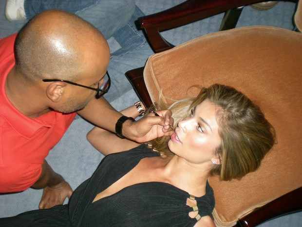 Grazi Massafera em campanha de marca de óculos (Foto: Bob Wolfenson/Divulgação)
