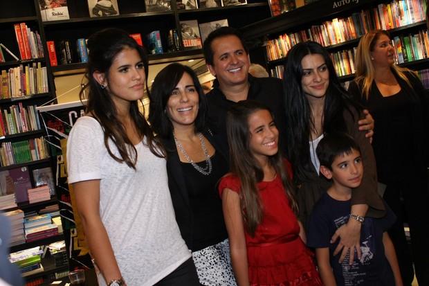 Glória Pires e família (Foto: Henrique Oliveira/PhotoRio News)