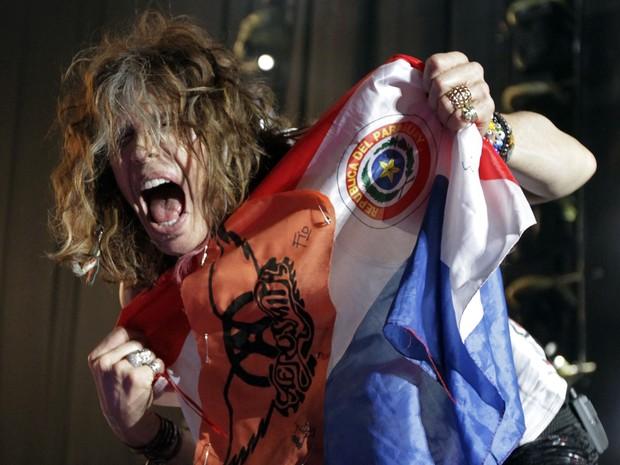 Steven Tyler em show do Aerosmith em Assunção, no Paraguai (Foto: Reuters/ Agência)