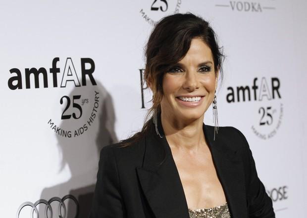 Sandra Bullock em evento de gala da fundação amfAR em los Angeles, nos Estados Unidos (Foto: Reuters/ Agência)