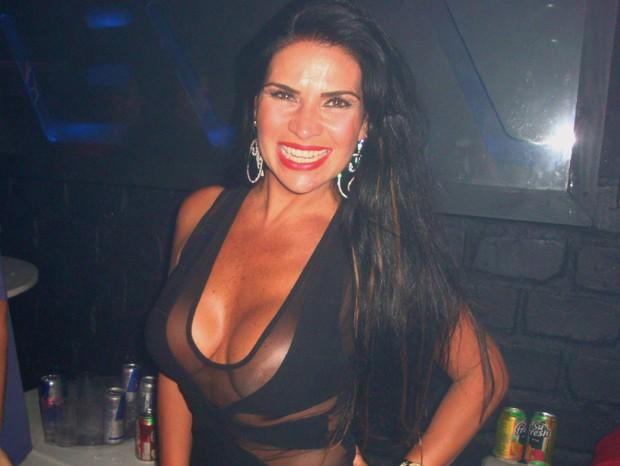 Solange Gomes em uma boate (Foto: Prentice Mendonça / Divulgação)