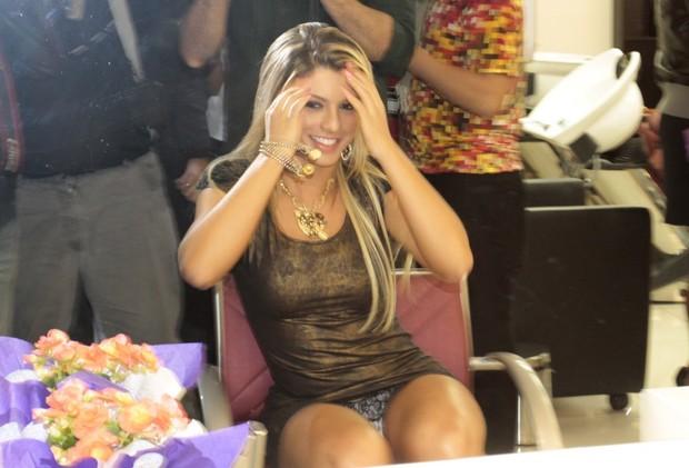Panicat Babi Rossi deixa calcinha à mostra (Foto: Isac Luz/EGO)