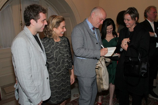 John Malkovich com João Velho, Cissa Guimarães e Giulia Gam após estreia de peça no Rio (Foto: Roberto Filho/ Ag.News)