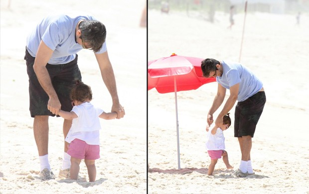 Otaviano Costa leva sua filha na praia da Barra da Tijuca (Foto: Dilson Silva / Agnews)
