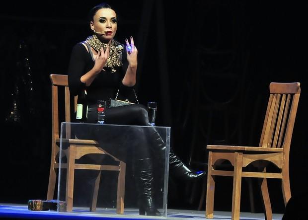 Suzana Pires em cena com a peça 'De perto ela não é normal' (Foto: Roberto Teixeira/EGO)