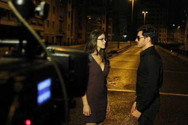 Ricardo Tozzi e a atriz Caroline Lazzaretti em campanha da Óticas Carol (Foto: Gustavo Tílio / Divulgação)