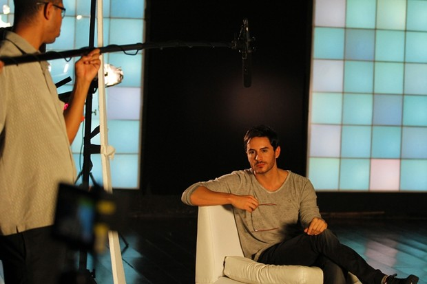 O ator Ricardo Tozzi em campanha para a Óticas Carol (Foto: Gustavo Tílio / Divulgação)
