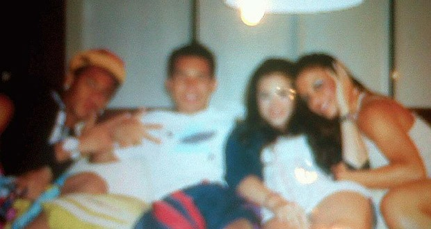 Neymar com Carol Abranches e amigos (Foto: Reprodu&#231;&#227;o)