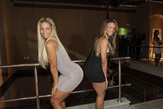 Valesca Popozuda e a irmã Jéssica em inauguração de casa de shows no Rio (Foto: Isac Luz/ EGO)