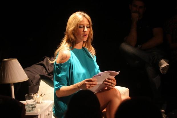 Luana Piovani faz leitura em peça no Rio (Foto: Henrique Oliveira/Photorio News)