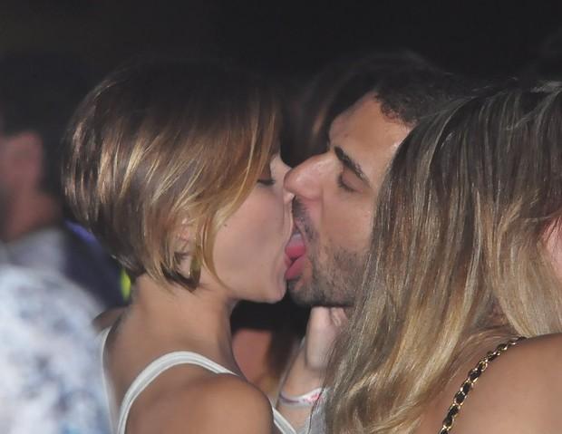 Milena Toscano beija muito em evento (Foto: Roberto Teixeira/EGO)
