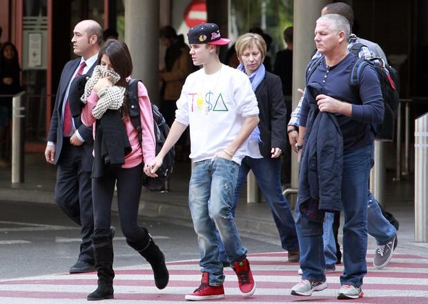 Justin Bieber e Selena Gomez, em Madri, na Espanha (Foto: Grosby Group)