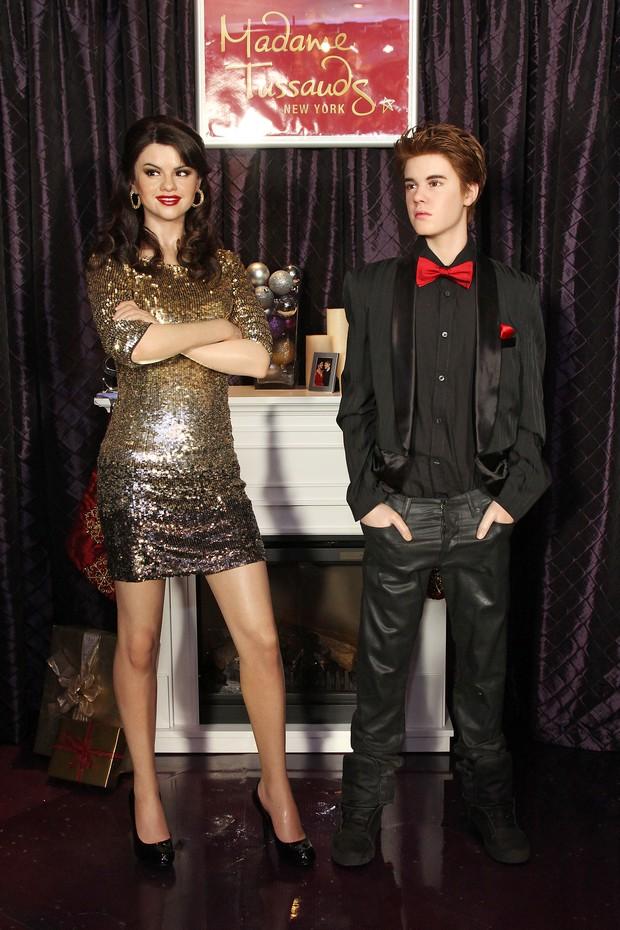 Estátuas de cera de Selena Gomez e Justin Bieber (Foto: Getty Images)