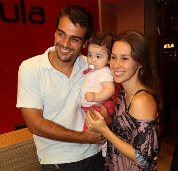 Dani Monteiro com a família em inauguração de academia, no Rio (Foto: Rufino Bandeira / Photo Rio News)