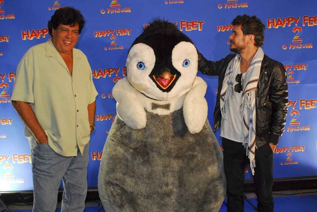 Daniel de Oliveira e Sidney Magal com o Happy Feet (Foto: Ag News/ Celso Akin)