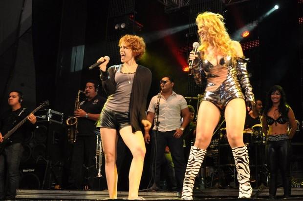 Leandra Leal e Banda Calypso (Foto: Divulgação)