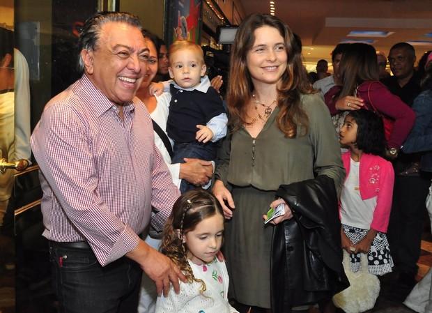 """Claudia Abreu e Mauricio de Sousa na peça """"A turma da Monica e a fábrica de brinquedos"""" no RJ (Foto: Roberto Teixeira/EGO)"""