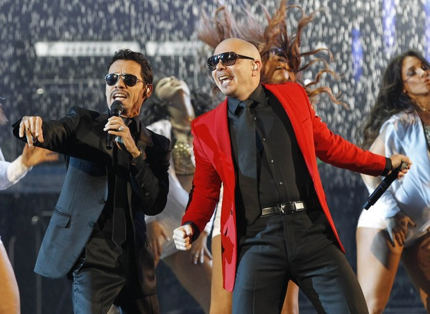 Marc Anthony se apresenta com Pitbull no American Music Awards em Los Angeles, nos Estados Unidos (Foto: Reuters/ Agência)