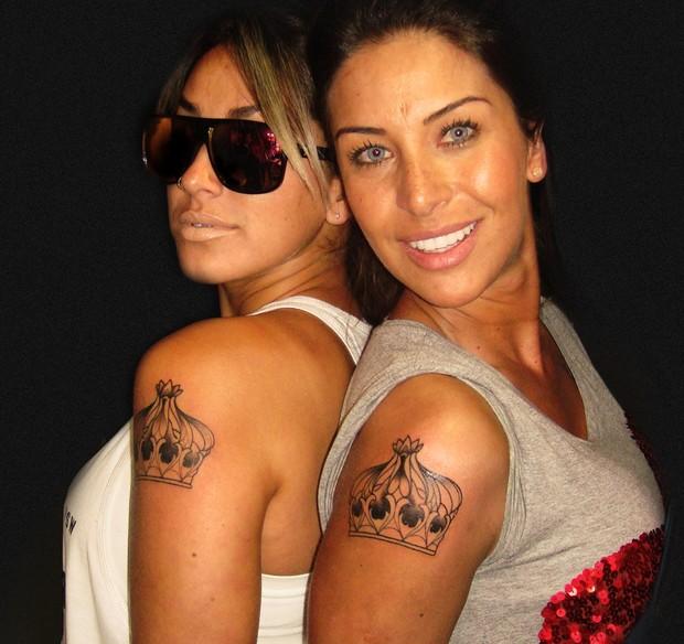 Dani Bolina e Lizzi Benites fazem tatuagens iguais (Foto: Divulgação)