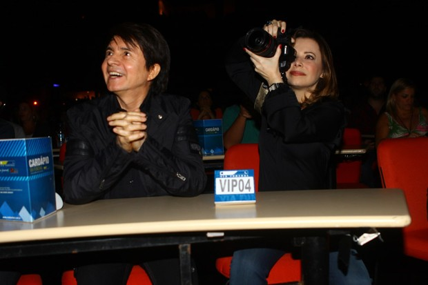 Noely e Xororó em show em que Sandy canta Michael Jackson (Foto: Iwi Onodera/ EGO)