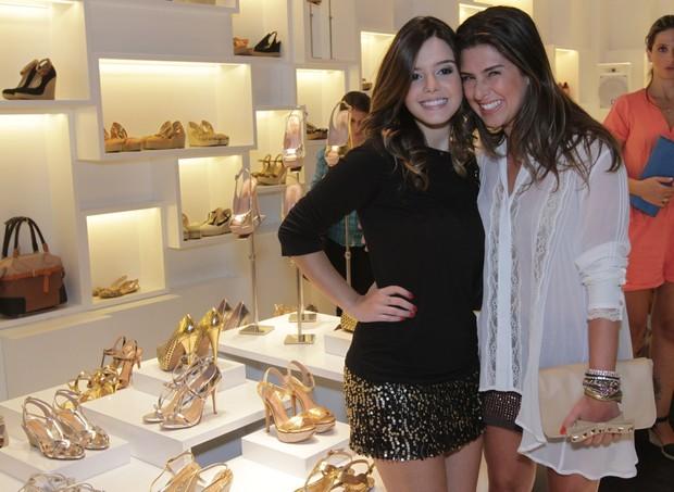 Giovanna Lancellotti e Fernanda Paes Leme em inauguração de loja na Zona Sul do Rio (Foto: André Muzell/ Ag. News)