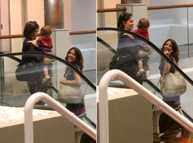 Thalita Rebouças passeia no shopping com amiga (Foto: Daniel Delmiro / AgNews)