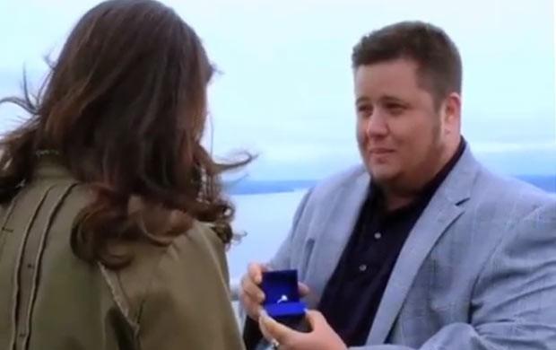 Chaz Bono pede Jennifer Elia em casameto (Foto: Reprodução)