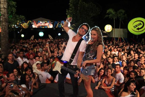 Claudia Leitte canta com Tuca Fernandes em Salvador, na Bahia (Foto: Fred Pontes/ Divulgação)