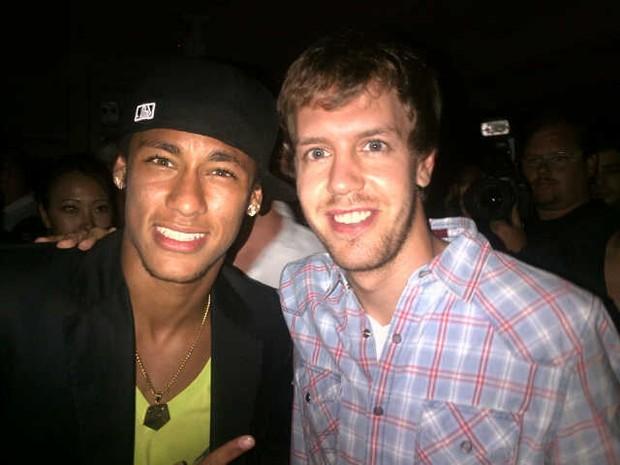 Neymar com Sebastian Vettel em festa em São Paulo (Foto: Twitter/ Reprodução)