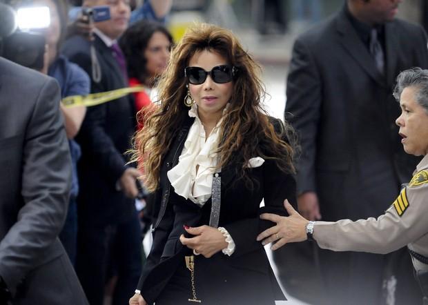La Toya Jackson, ao chegar ao tribunal (Foto: Reuters)