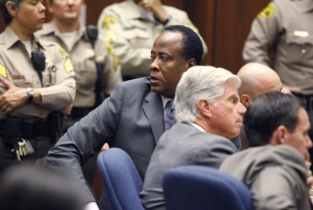 Conrad Murray após ouvir sua setença (Foto: Reuters)