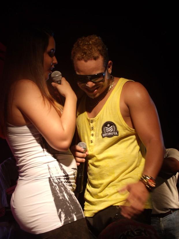 Perlla canta com Fantasmão em Salvador (Foto: Divulgação/Divulgação)