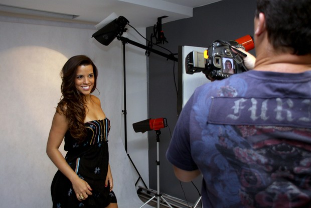 Renata Santos fotografa para campanha de marca de roupas (Foto: Divulgação/Divulgação)