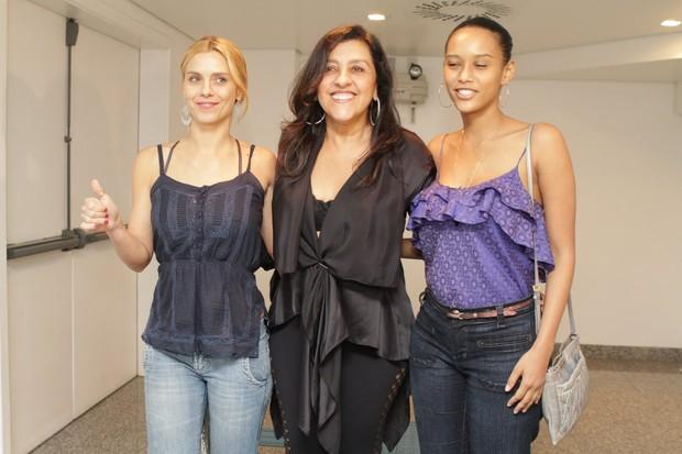 Carolina Dieckmann, Regina Casé e Taís Araújo no show do Exaltasamba no Rio (Foto: Raphael Mesquita/ Photo Rio News)