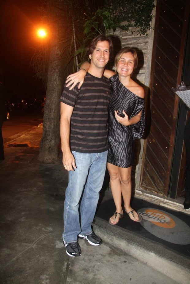 Vladimir Brichta e Adriana Esteves na festa de fim de ano de 'Tapas e beijos' no Rio (Foto: Francisco Silva/ Ag. News)