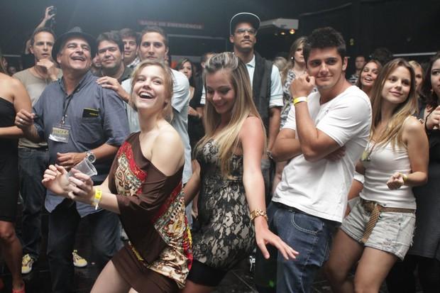 Alice Wegmann, Bruno Gissoni e Daniela Carvalho em inauguração de boate no Rio (Foto: Raphael Mesquita/ Divulgação)