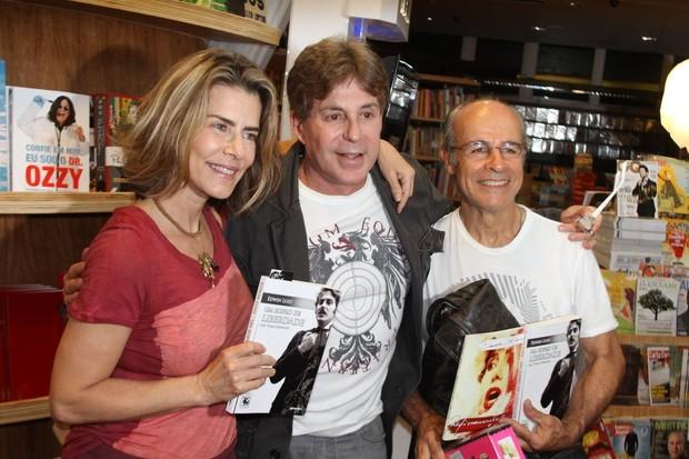 Maitê Proença, Edwin Luisi e Osmar Prado em lançamento de livro (Foto: Daniel Delmiro/ Ag. News)