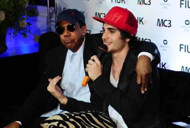 Fiuk e Jorge Benjor no lançamento do CD 'Sou eu' em São Paulo (Foto: Francisco Cepeda/ Ag.News)
