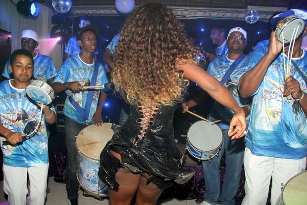 Vânia Love comemora aniversário em casa de festas no Rio (Foto: Thyago Andrade/ Photo Rio News)