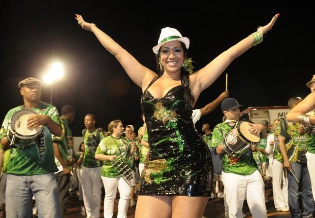 Ellen Cardoso, a Mulher Moranguinho, em ensaio da Camisa Verde e Branco (Foto: Francisco Cepeda / Ag. News)